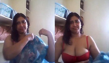 Indian aunty showing boobs & Shaking