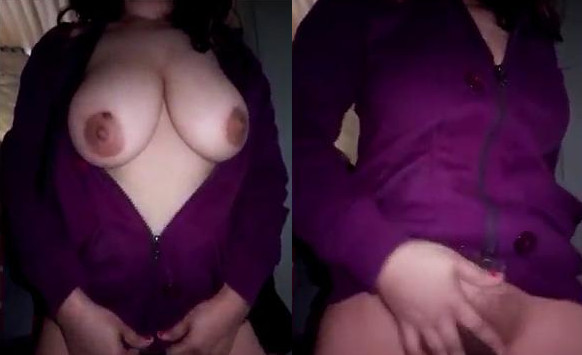Sexy Indian bhabi Showing her Big boobs and wet Pussy