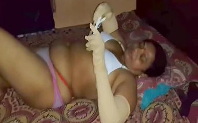 Mature aunty in bed before fuck
