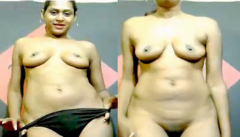 Hot Desi bhabhi on Cam Dancing and Giving Shy Expressions