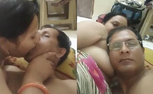 Indian Couple Romance Wife Give a nyc Blowjob part 2