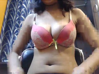 desi babe seducing with her huge boobs