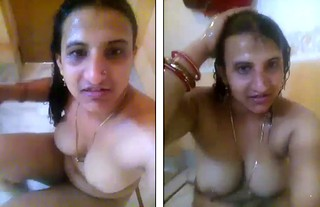 desi aunty bath self recording