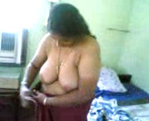mallu aunty dress change