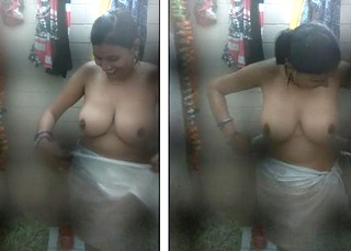 Big boobs desi aunty bathing and talking in Hindi 720p