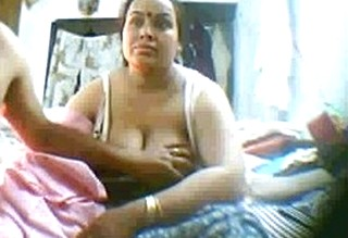 40+ old Mature Aunty Very Lazy & not in Moond but uncle forcing her to continue