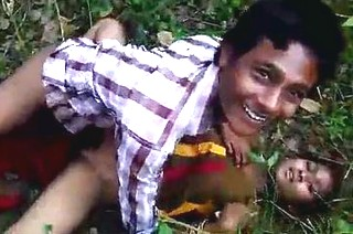 Hot desi girlfriend fucking with her boyfriend in jungle