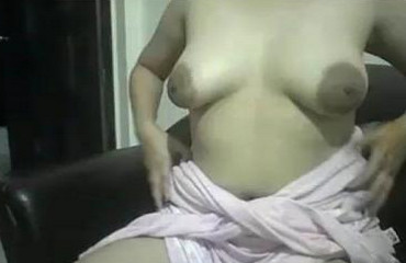Indian aunty sexy and getting horny