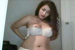 Sexy Desi Girl Shows Her Smoking Hot Body