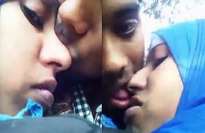 Desi Girl Wants BF's Lip Badly to Smooch
