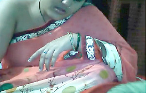 Desi Indian Aunty Showing Boobs on Request only in Saree