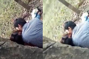 Desi lovers caught smootching in park