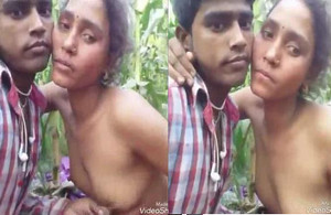 Desi girlfriend boyfriend boobs pressing outdoor