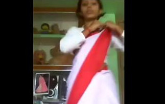 Desi School girl strips off on video chat
