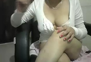 Sexy Bhabhi Showing Her Boobs On Cam