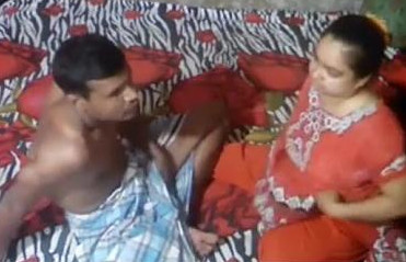 Desi bhabhi Caught By Handy Camera