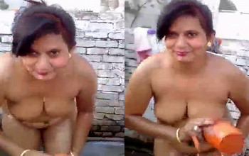 Sexy Indian bhabhi nude outdoor bathing