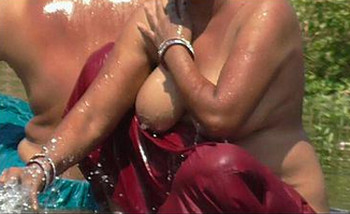Indian big melons lady bathing nude hd video