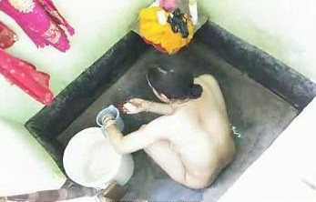 Sexy Indian bhabhi nude bathing in bathroom secretly record by devar
