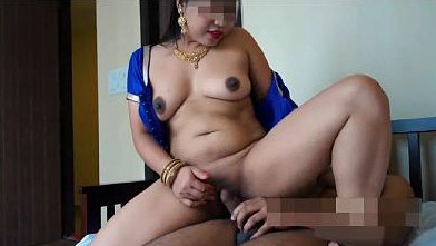 Very Hot Indian Bhabhi Cheating & Hardcore Fucking With A Young Boy