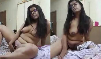 Horny Indian girlfriend showing her nude