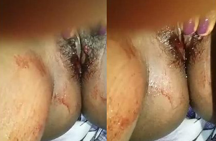 Indian bhabhi showing her pussy in periods day