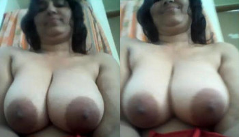 Desi hot Bhabhi Shaking boobs on cam