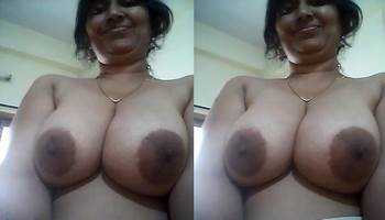 desi aunty showing boobs part 2