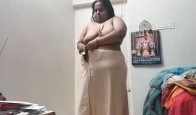 desi mom dress change video