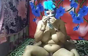 hot horny indian mature aunty sougandha fun with her deva