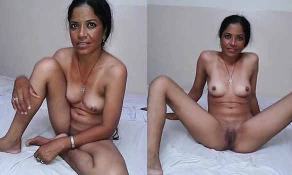 Suman Bhabhi Showing in Hotel Room Before Fucking