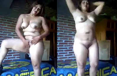 Chuby aunty naked oil masage