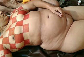 Mature Bhabhi Deepa Bhabhi Body Painting by Hubby