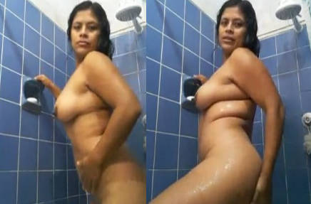 Hot aunty show nude body