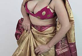 Big boob aunty wearing sari showing huge hanging boobs and navel
