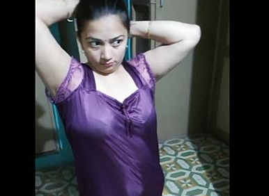 Big booby housewife bhabhi Nishah.