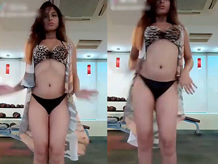 very sexy desi girl in sexy bikini dancing