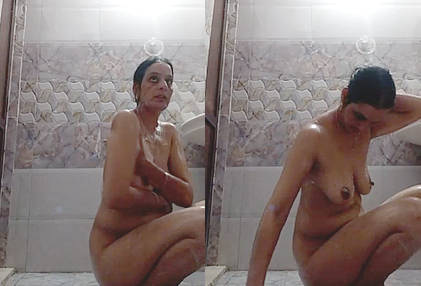 Horny Indian Milf Bathing Selfie