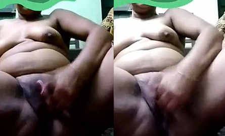Desi aunty fingering pussy and screaming her Boobs
