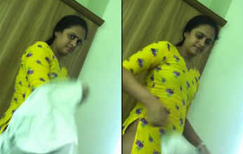 Desi hostel girl recorded by her roommate and leaked vidoe with her BF 1