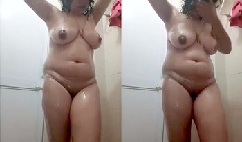 Indian Horny wife Bathing