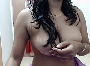 desi girl showing boobs to bf squeezing niples