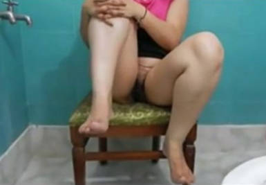 desi aunt in bathroom show recorded
