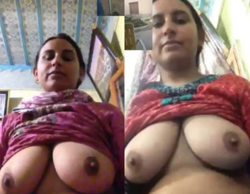 hot desi aunt wide navel and hot big boobs and pussy show video call