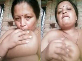 desi aunty showing big boobs