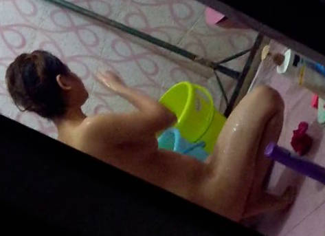 recording desi girl full nude taking bath and washing her panty