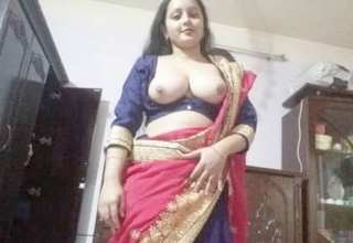 Desi cute boudi momo show her boobs