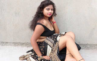 Desi village bhabi hot saree photoshoot