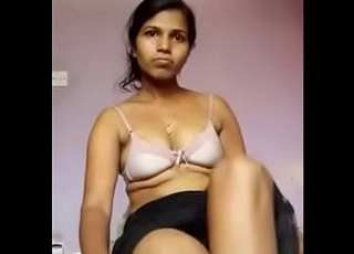Desi cute girl fing her pussy by toy