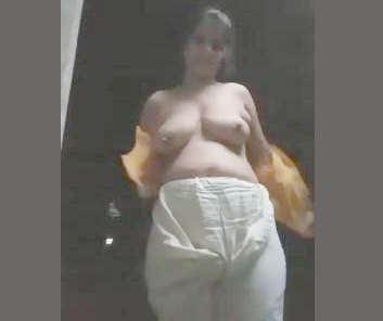 Desi village bhabi show nude body , mast video